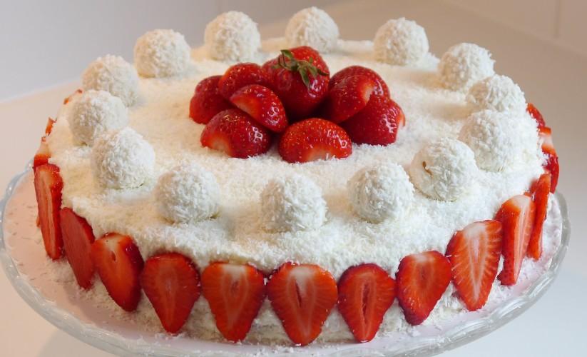 Çilekli Yaş Pasta Yapımı