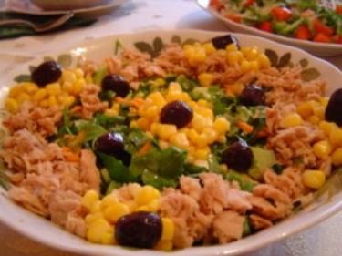 Rokalı tonbalık salatası