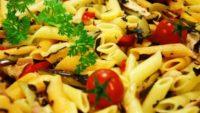 Sebzeli Tavuklu Makarna Salatası