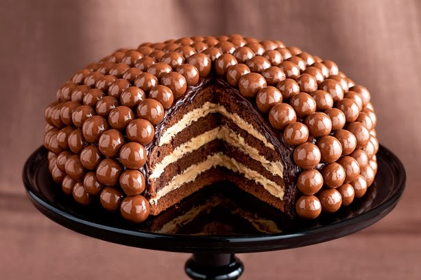çikolata drajeli yaş pasta
