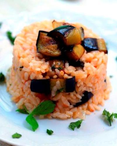 Domatesli Patlıcanlı Pirinç Pilavı Tarifi