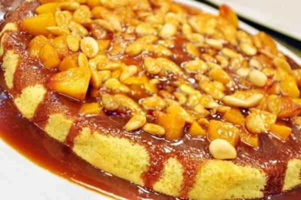 Karamel-Soslu-Bademli-Kek