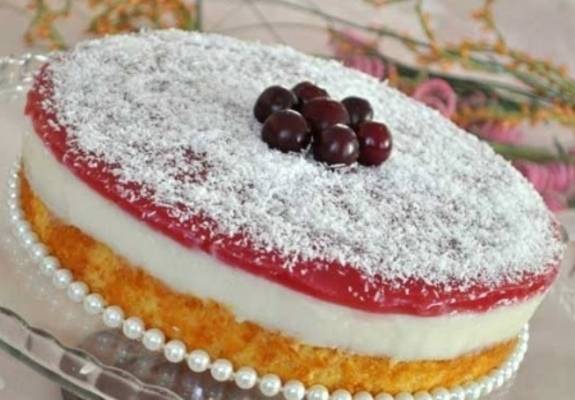 Kremalı Jöleli Pasta
