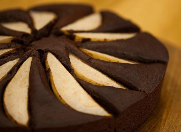Armutlu Ve Çikolatalı Kek