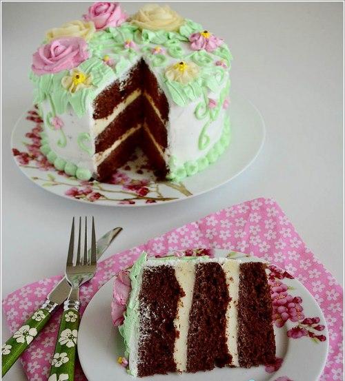 kremayla süslenmiş özel pasta
