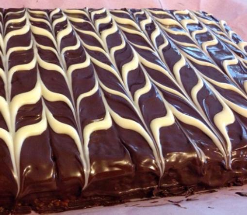 Ebrulı Çikolatalı Pasta Tarifi